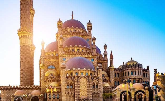 Belle mosquée al mustafa dans la vieille ville de charm el-cheikh en egypte