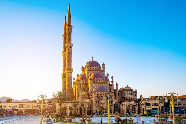 Belle mosquée al mustafa dans la vieille ville de sharm
