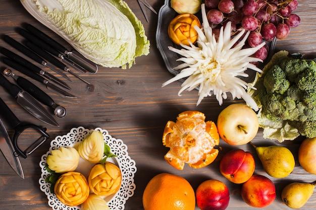 La belle nourriture - fleurs sculptées dans les fruits, art de la thaïlande