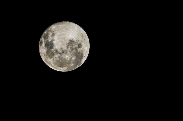 Belle photo de la pleine lune