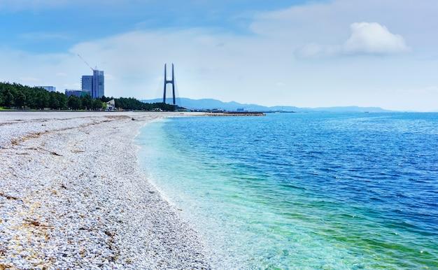 Belle plage de marbre artificielle le long du rivage de la ville de rinku osaka japon