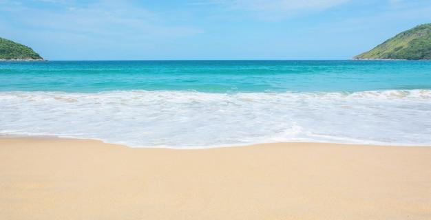 Belle plage naturelle mer