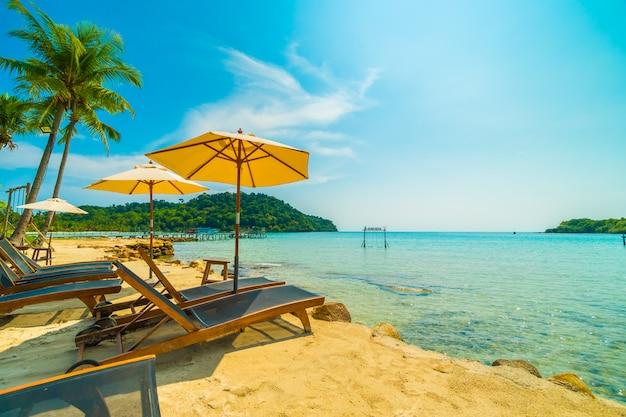 Belle plage tropicale et la mer