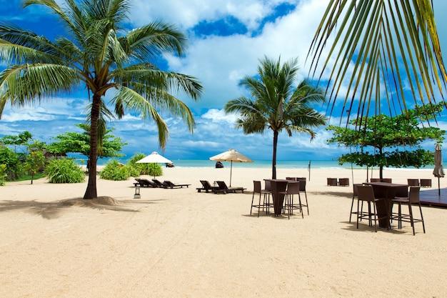 Belle plage. vacances d'été et fond de concept de vacances. tourisme et voyages