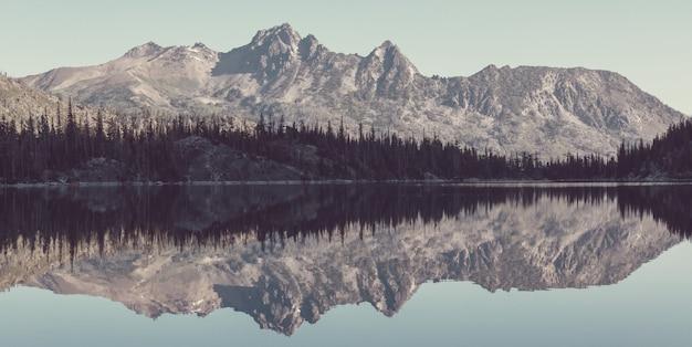 Belle région sauvage des lacs alpins à washington, états-unis