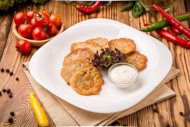 Belle et savoureuse nourriture sur une assiette