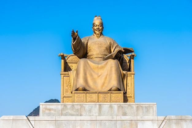 Belle statue du roi sejong