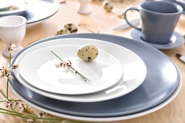 Belle table de fête de pâques