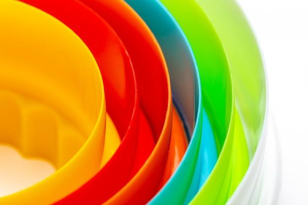 Belle texture avec des cercles concentriques aux couleurs de l'arc-en-ciel.