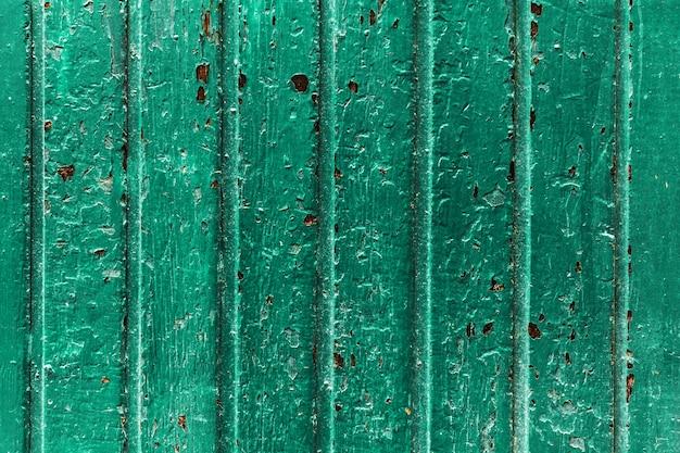 Belle toile de fond antique en bois foncé. old turquoise stripes door. espace de copie.