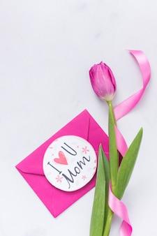 Belle tulipe avec enveloppe pour la fête des mères