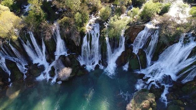 Belle vue aérienne de cascade