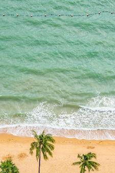 Belle vue aérienne de mer plage tropicale