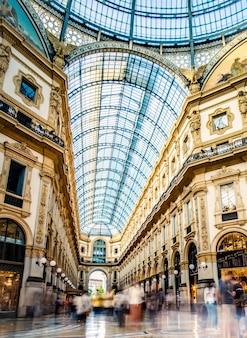 Belle vue sur l'architecture intérieure de la galerie de milan