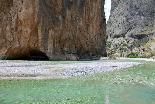 Une belle vue sur le canyon de kapikaya à adana, turquie