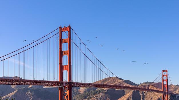 Belle vue sur le célèbre golden gate bridge à san francisco