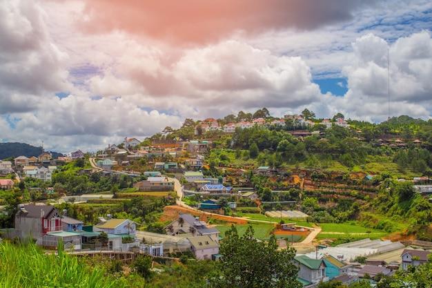 Belle vue sur dalat, ville de vietnam au paysage urbain et concept de voyage.
