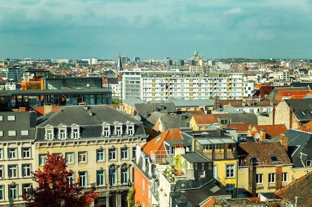 Belle vue de dessus de vieilles maisons à bruxelles
