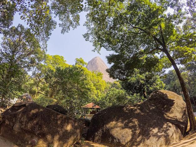 Belle vue du sommet du pic perdu à rio de janeiro