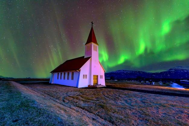Belle vue sur l'église chrétienne de vikurkirkja
