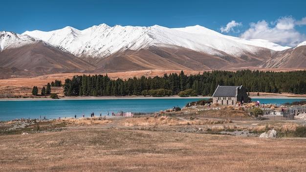 Belle vue sur une église de mariage près du lac tekapo en nouvelle-zélande