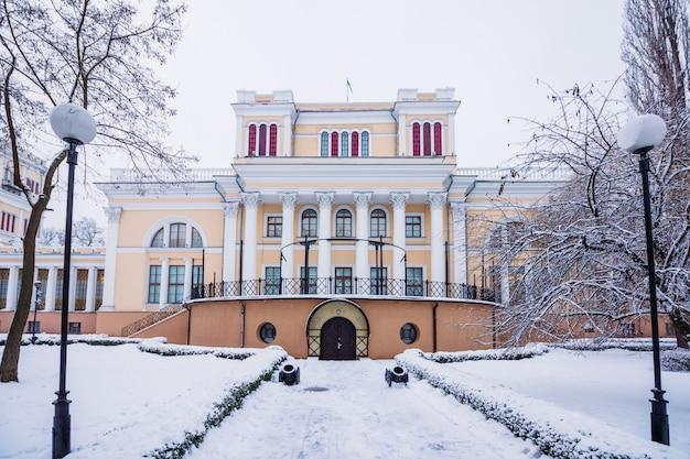 Belle vue d'hiver de la maison de rumyantsev
