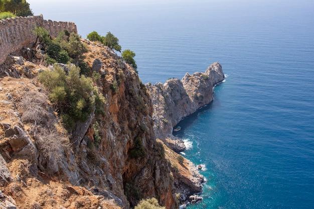 Belle vue sur le littoral d'alanya depuis la forteresse alanya kalesi