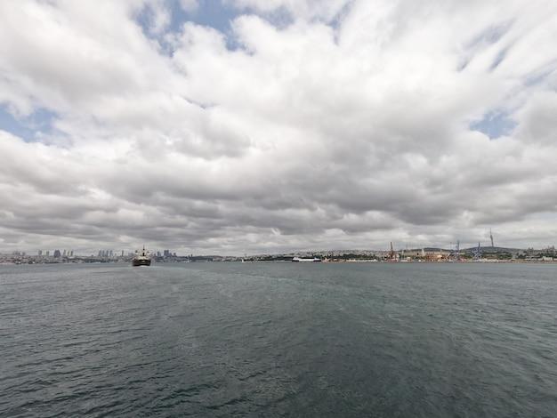 Belle vue sur la mer depuis un bateau