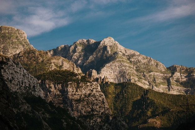 Belle vue sur les montagnes rocheuses près de mostar, bosnie-herzégovine
