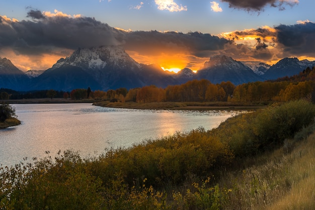 Belle vue sur oxbow bend turn out dans le parc national de grand teton