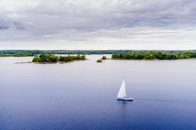 Belle vue panoramique sur l'archipel de stockholm, en suède.