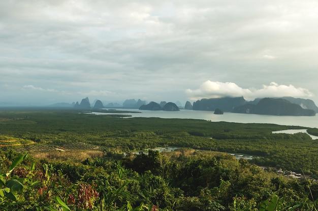 Belle vue panoramique sur la baie de phang nga