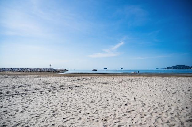 Belle vue sur le paysage marin de la plage de khao takiab à huahin prachuap khiri khan en thaïlande