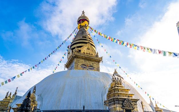Belle vue de paysage de stupa de swayambhunath à katmand népal