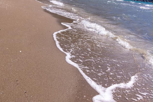 Belle vue sur une plage près de la plage d'iztuzu à dalyan, mugla, turquie