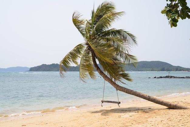 Belle vue sur la plage tropicale en thaïlande