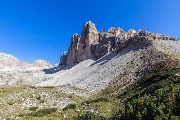 Belle vue près du célèbre tre cime di lavaredo. tyrol du sud, italie