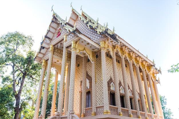 Belle vue sur le temple wat pa sutthawat.