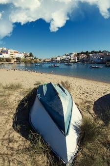 Belle vue sur le village de ferragudo situé au portugal, en europe.
