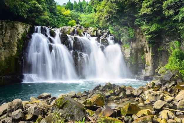 Belles chutes de sekino-o à miyakonojo, japon