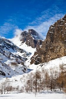 Belles couleurs sur les alpes proches des frontières suisse/italie