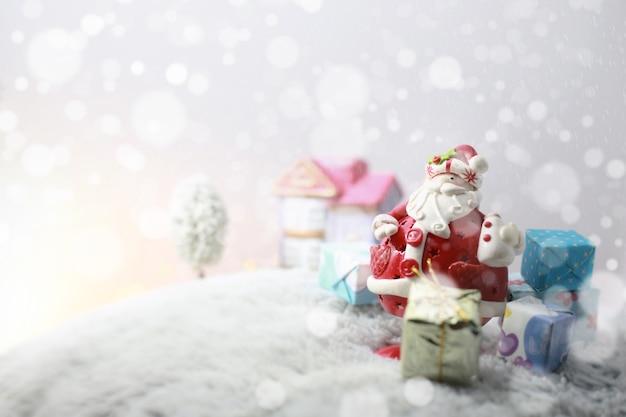 Belles décorations de noël dans la neige