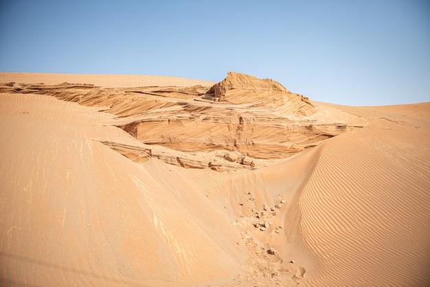 Belles Dunes De Sable Dans Le Paysage De Fond Du Désert Du Sahara Photo Premium