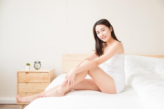 Belles femmes au lit