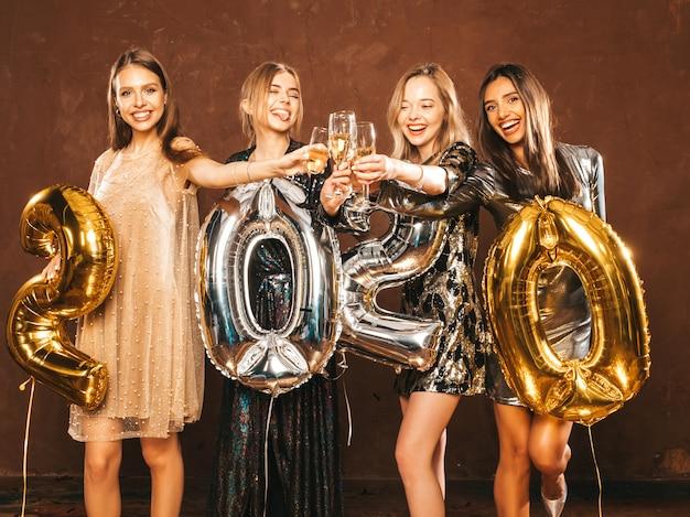 Belles femmes célébrant le nouvel an.jolies filles magnifiques dans des robes de soirée sexy élégantes