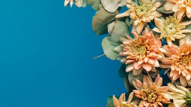 Belles fleurs avec espace de copie