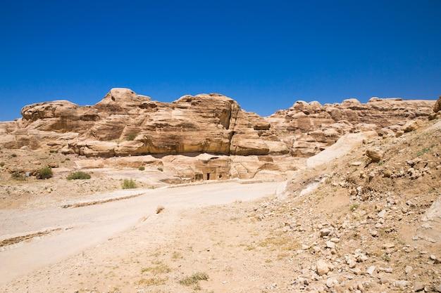 Belles formations rocheuses rouges à petra en jordanie.