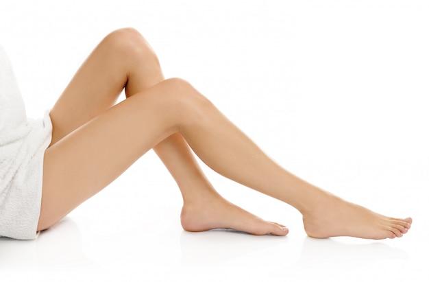 Belles jambes féminines isolées