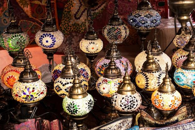 Belles lampes arabes multicolores