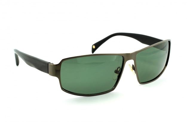 Belles lunettes de soleil isolées
